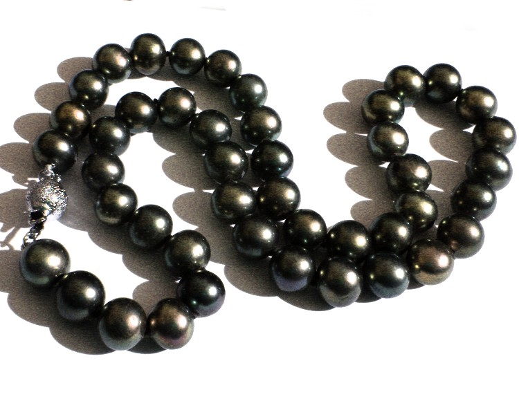 Black 9.4-9.7mm Round Pearls Necklace